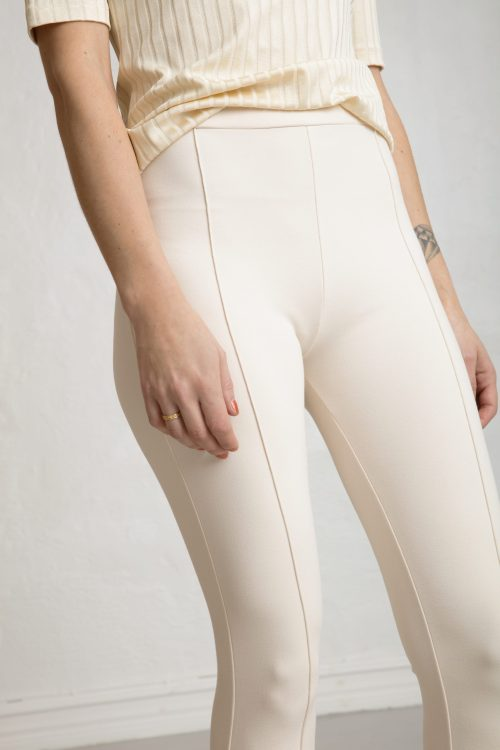Lou Ecovero straight pants in color white sand