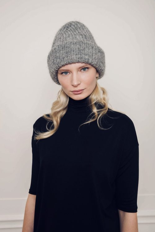 Ly knitted grey beanie