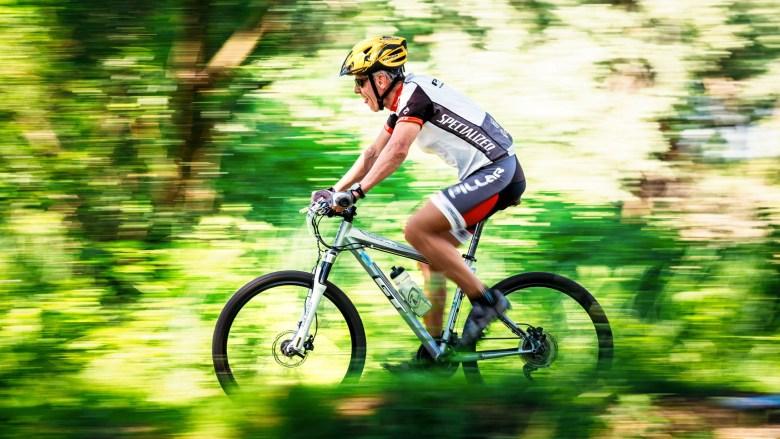 ref2168_-aged-cyclist