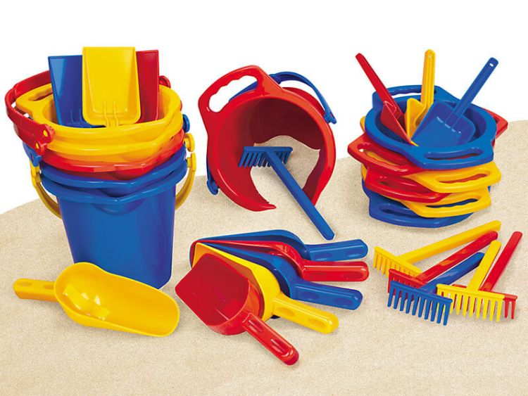 heavy duty plastic large beach toy set to kids and babies