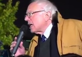 Bernie-at-White-House-Protest