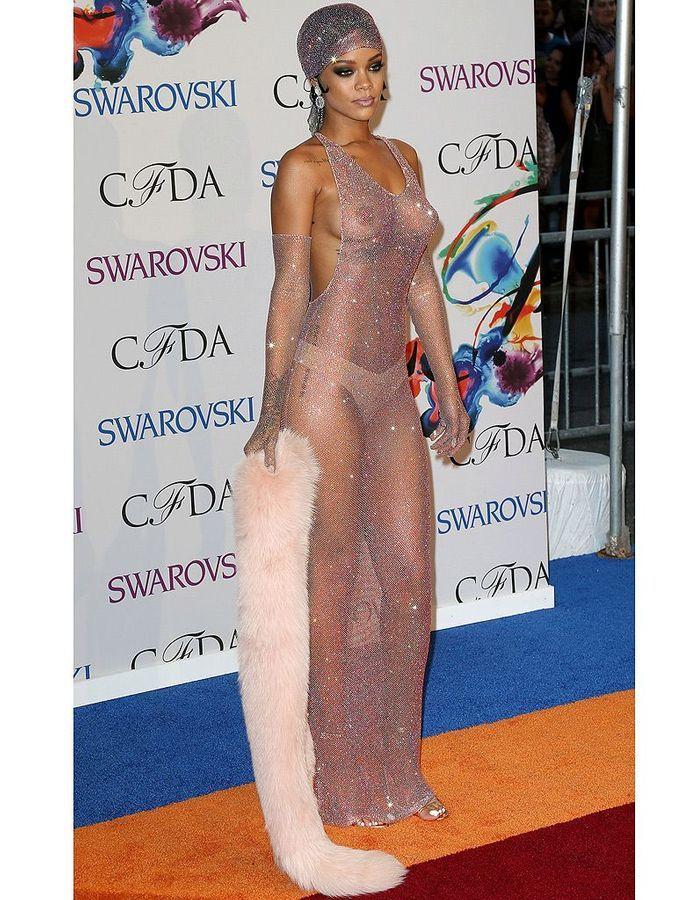 Rihanna no vestido transparente