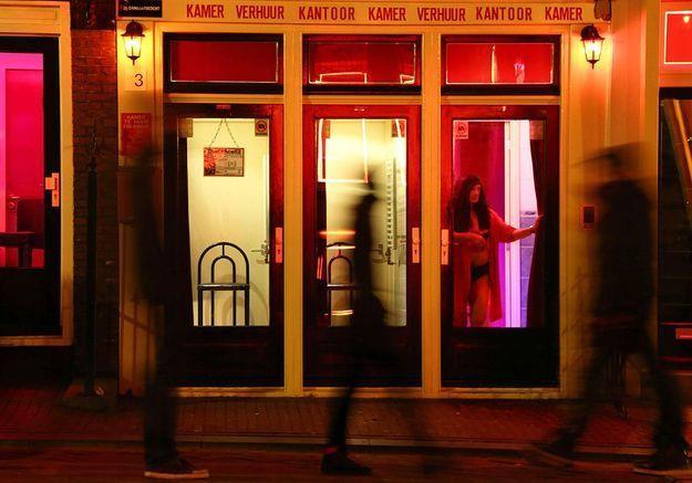 Amsterdam Un Muse Dans Les Vitrines Du Quartier Rouge