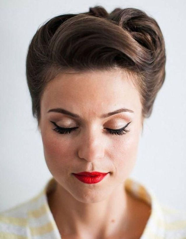 coiffure vintage chignon strict
