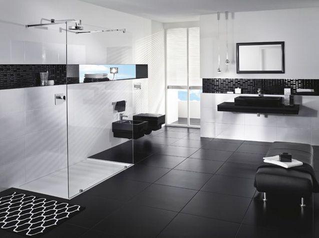 la salle de bains s habille en noir et