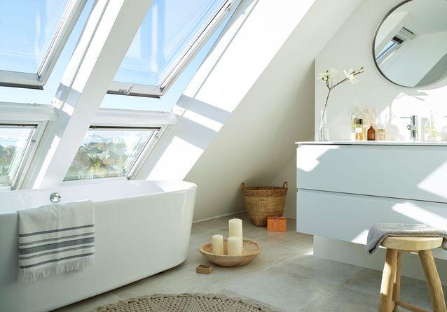 Faire la part belle à la lumière pour une salle de bains zen