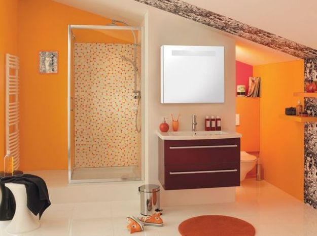 Salle de bains orange brossette