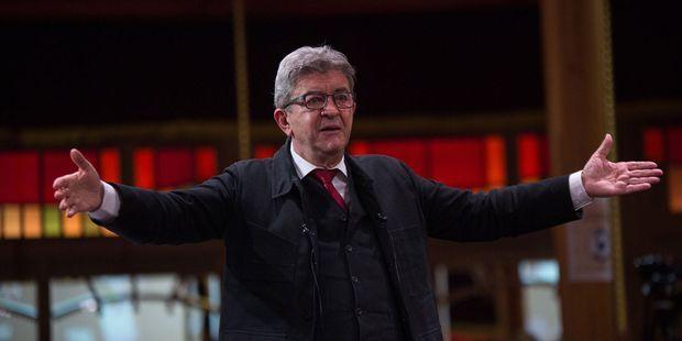"""Jean-Luc Mélenchon en appelle à ceux """"qui se disent 'attachés aux institutions de la Ve République'""""."""