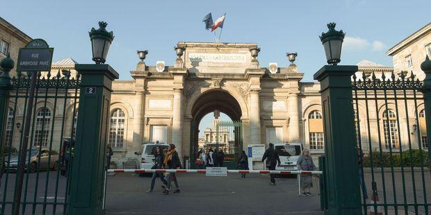 L'éntrée de l'hôpital Lariboisière, dans le 10e arrondissement de Paris.