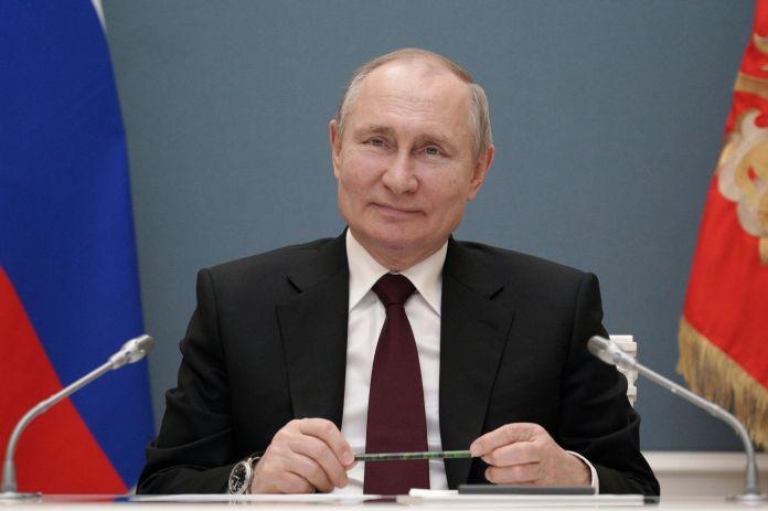 """Poutine répond à Biden : """"C'est celui qui le dit qui l'est"""""""