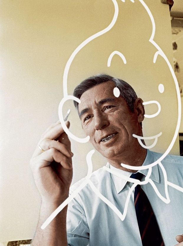 Hergé sketches the round figure of Tintin.