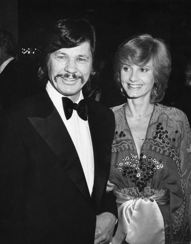 Jill Ireland et Charles Bronson en mars 1976 à New York.