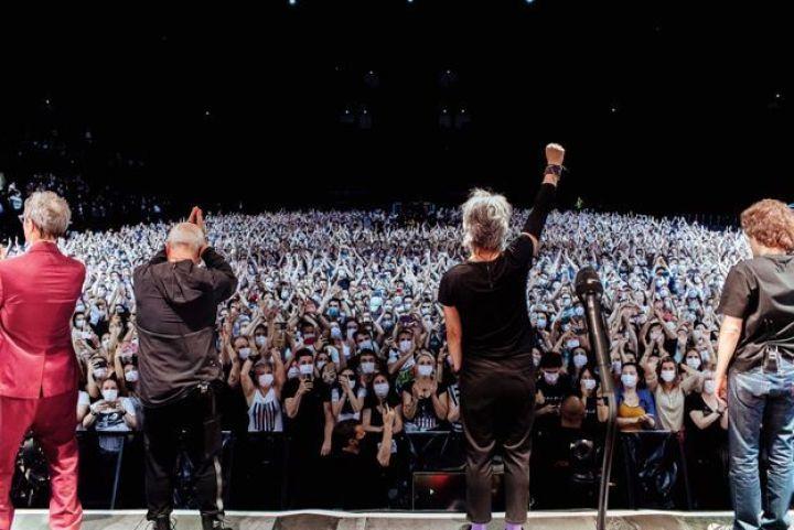 Indochine sur la scène de l'AccorHotels Arena.