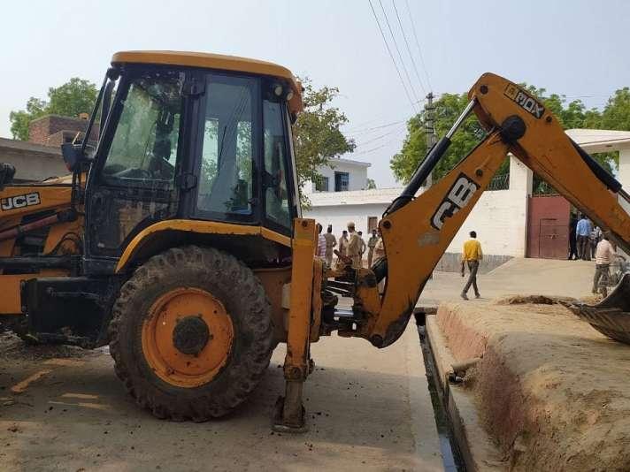 Kanpur Encounter: Gangster Vikas Dubey had blocked road by JCB ...