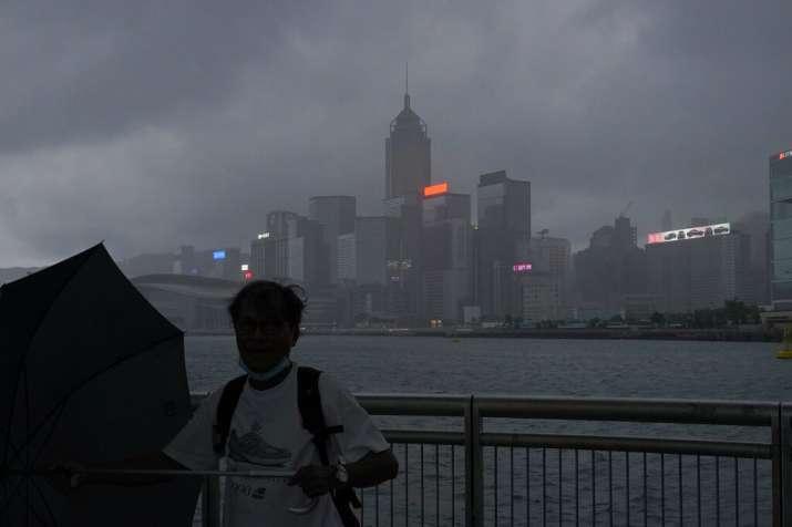बाढ़ और भारी बारिश से परेशान चीनियों पर अब नई आफत, तूफान 'हिगोस' दक्षिणी तट पर मचाई तहीही