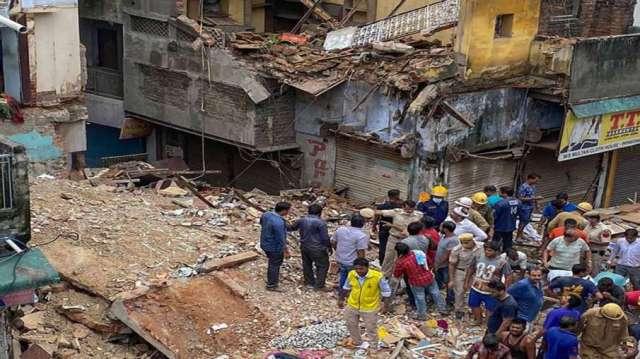 Four-storey building collapses in Delhi's Malkaganj; 2 kids die under rubble- India TV Hindi