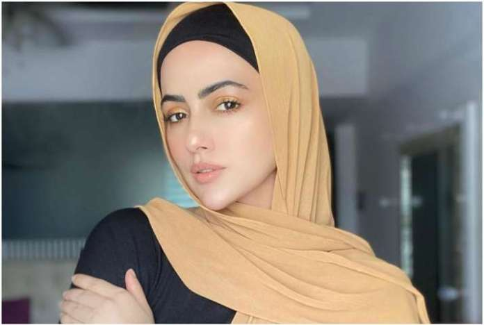 Bigg Boss 6 fame Sana Khan quits showbiz forever: Will follow order of the  Creator | Celebrities News – India TV