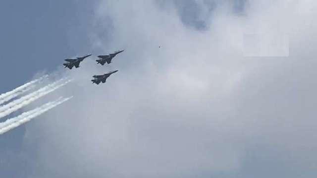 Sukhoi Su-30MKI fighters in Trishul formation at Aero