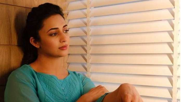 Divyanka Tripathi pens heartfelt note as she mourns demise of fan | Latest News Live | Find the all top headlines, breaking news for free online April 27, 2021
