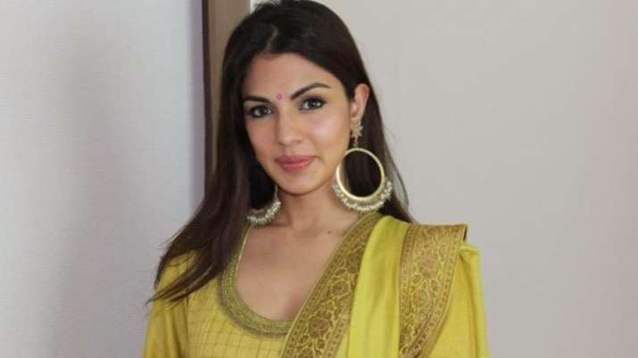 Rhea Chakraborty opens up DMs to offer help amid surge in Covid-19 case; 'Tough times call for unity'