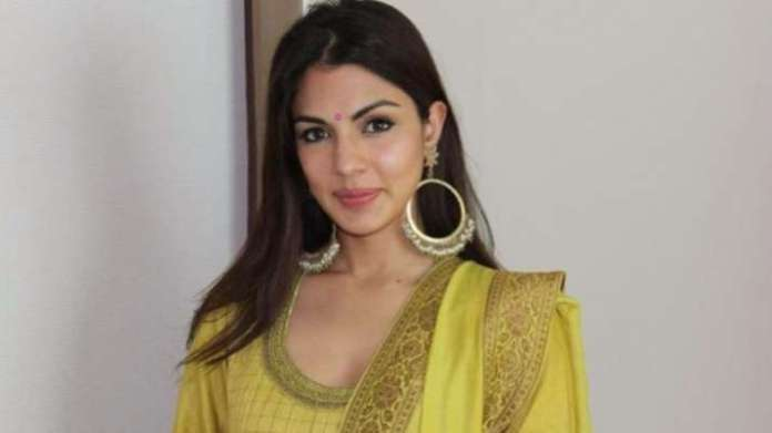 Rhea Chakraborty opens up DMs to offer help amid surge in Covid-19 case; 'Tough times call for unity' | Latest News Live | Find the all top headlines, breaking news for free online April 24, 2021