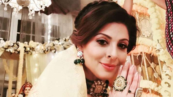 Tannaz Irani gets replaced abruptly in Apna Time Bhi Aayega; Debina Bonnerjee & other celebs come in support