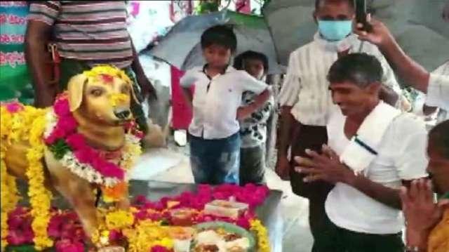 कृष्णा जिले के अम्पापुरम में एक शख्स ने लगाई मूर्ति