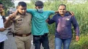 अलीगढ़ में सैनिटाइजर लगाकर 35 लाख की ज्वेलरी लूटने वालों को नोएडा पुलिस ने मुठभेड़ के बाद दबोचा 2