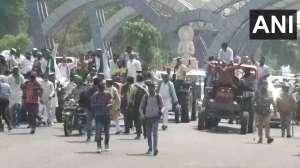 दिल्ली-नोएडा बॉर्डर पर किसानों का समर्थन करने पहुंचे कांग्रेसी, भारी पुलिस बल तैनात 2