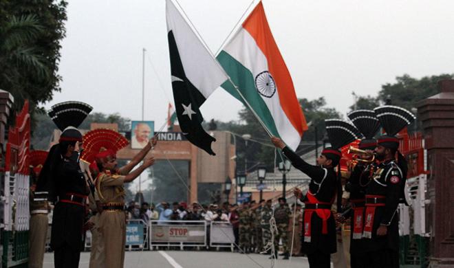 गणतंत्र दिवस: भारत-पाक के सैनिकों ने आपस में बांटी मिठाई