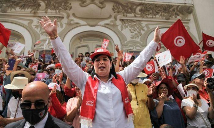 Tunisie: Abir Moussi, la leader de l'opposition frappée à coups de poing au parlement