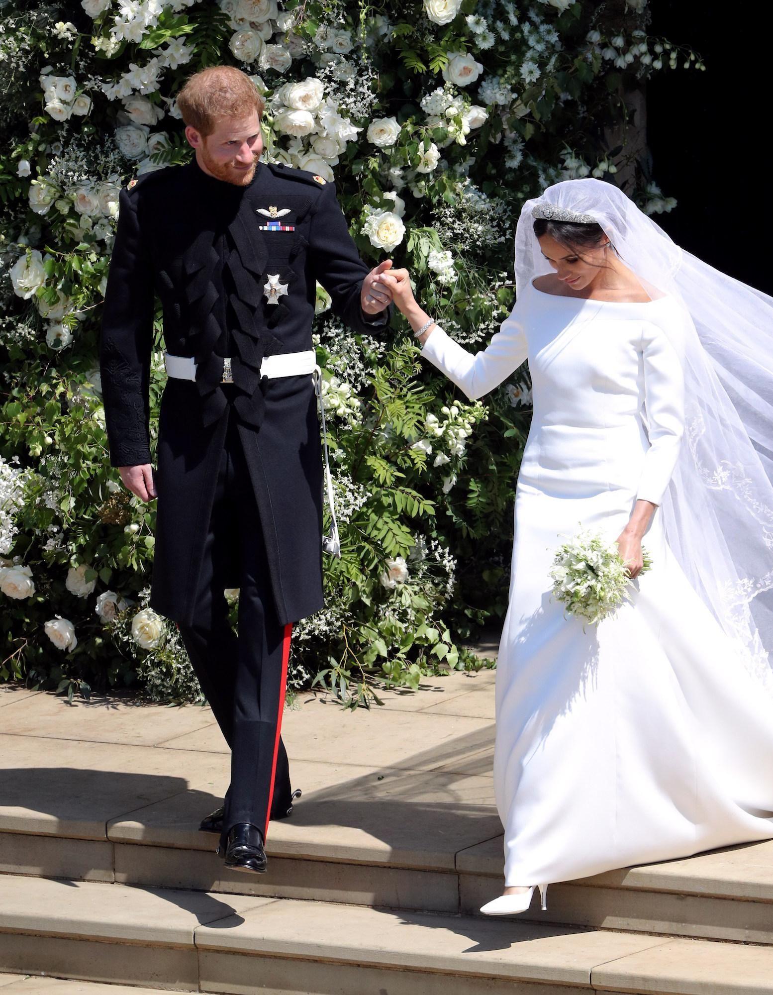 robe de mariée classe blanche longue à manche de Meghan Markle