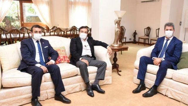 El gobernador Oscar Herrera Ahuad; el presidente de la Legislatura, Carlos Rovira; y el gobernador de San Juan, Sergio Uñac.