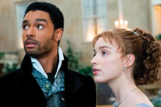 El actor junto a la actriz Phoebe Dynevor en el papel de duque de Hastings que lo catapultó a la fama