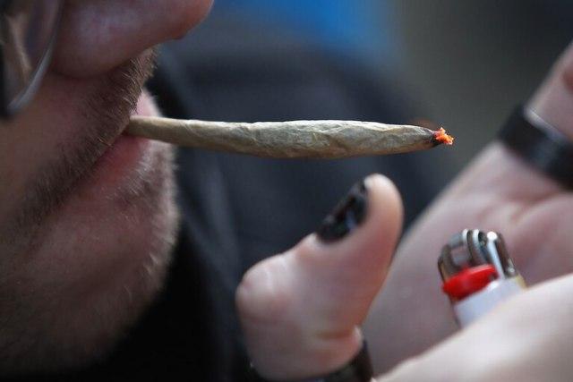 El 26,4% de los encuestados considera que no representa riesgo alguno fumar marihuana