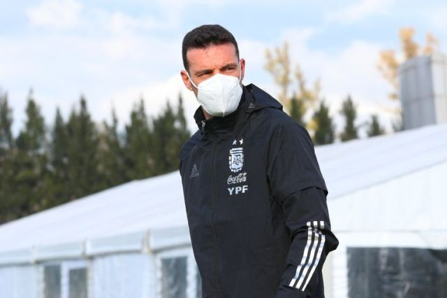 Lionel Scaloni, entrenador del seleccionado argentino, resolvió cortar al lesionado Lucas Alario de la lista definitiva para la Copa América y lo reemplazó por Julián Álvarez.