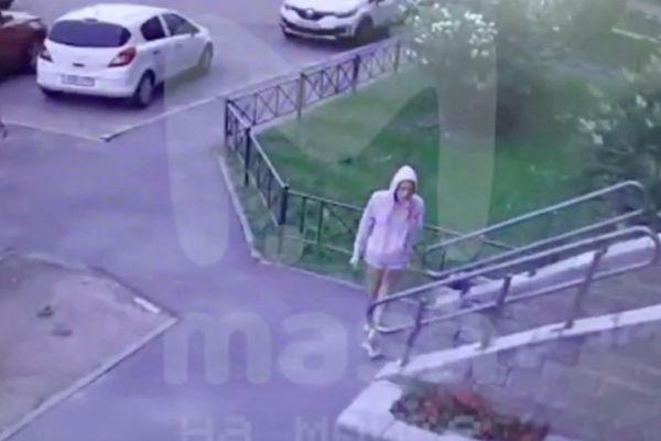 En las redes sociales circularon las últimas imágenes de la actriz, captadas por una cámara de seguridad del complejo en el que vivía
