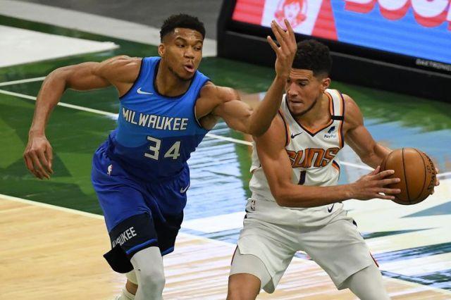 Giannis Antetokounmpo, campeón por Milwaukee Bucks y jugador más valioso de la última final de NBA, y Devin Booker, de Phoenix Suns, dos figuras en el amistoso de pretemporada de esta noche.