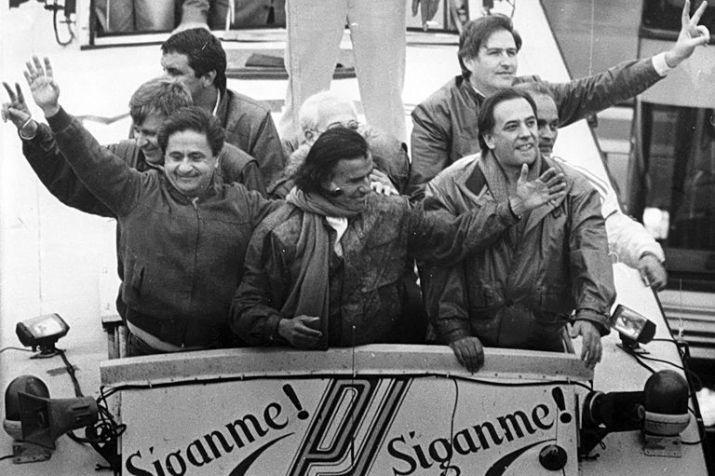 """Menem y Duhalde en la campaña """"Siganme"""", 1989"""