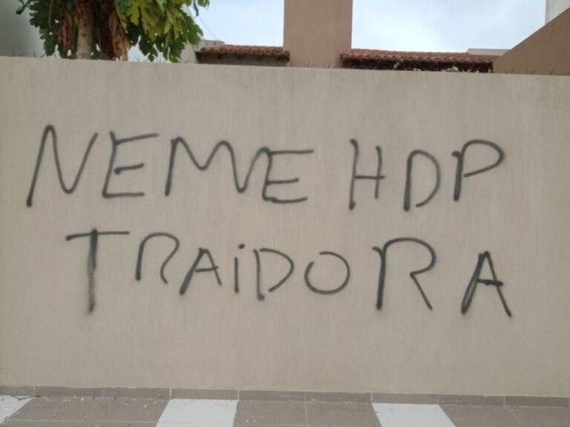 El exterior de la casa de Gabriela Neme fue pintado la semana pasada con insultos hacia la concejala peronista