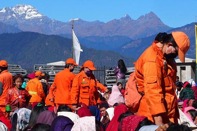 Los voluntarios de Bután, conocidos como De-suung