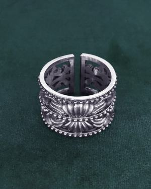 Ring or ring inspired by the mouldings and decorations of d'acanthus and shells of museum moulded frames, in 925 silver handmade in France | Res Mirum