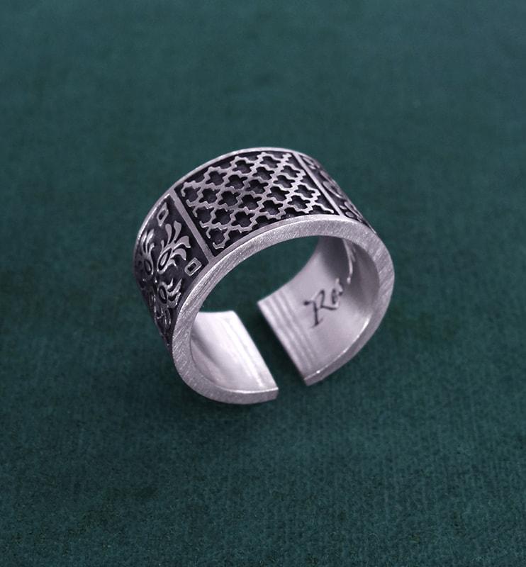 Anneau ou bague inspiré des zelliges orientaux et d'arabesques en argent 925 fabriqué artisanalement | Res Mirum