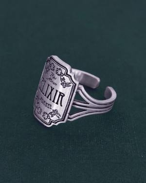 Elixir ring inspired by l'wicca universe or witchcraft with its d&#039 vials;apothecary and its solid silver poisons | Res Mirum