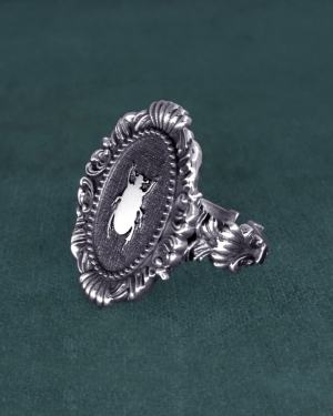 Black beetle ring sacred to the Egyptians in its molded oval frame, baroque spirit and solid silver museum | Res Mirum