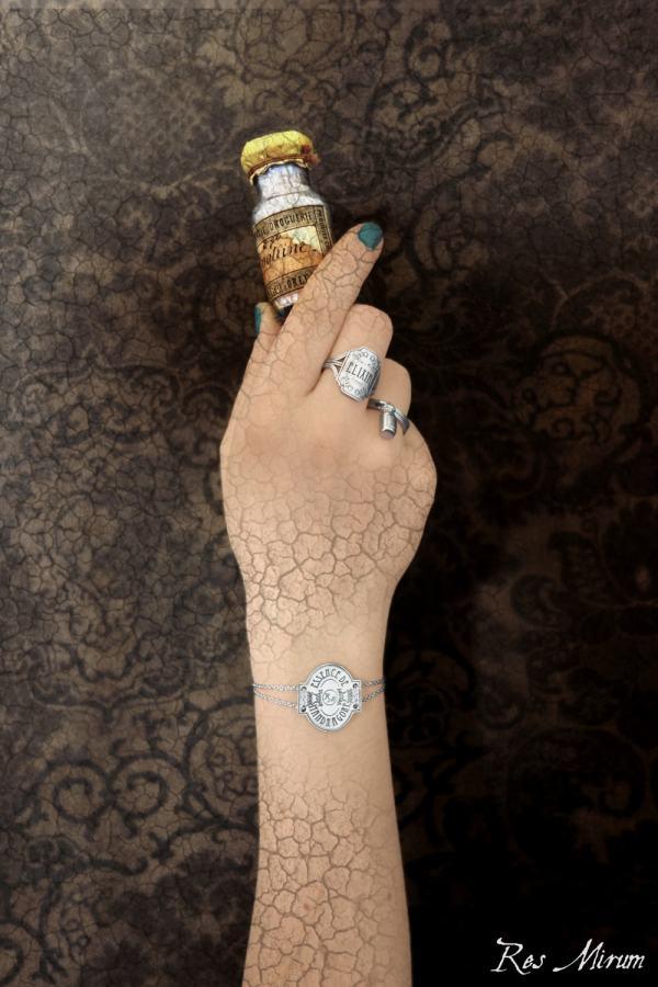 Bagues étiquette de fiole & breloque mini flacon pharmaceutique, bracelet mandragore en argent | Res Mirum