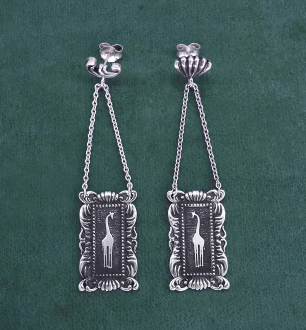 Earrings d'giraffe earrings in a rectangular baroque frame made in France by craftsmen | Res Mirum