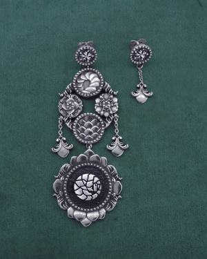 Earrings d'asymmetrical pangolin candlestick earrings with d&#039 motifs;baroque scales and flowers imagined around the 925 sterling silver cabinets of curiosities | Res Mirum