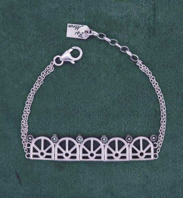 Bracelet à motifs architecturaux d'orangerie ancienne sur chaîne en argent massif fabriqué artisanalement | Res Mirum