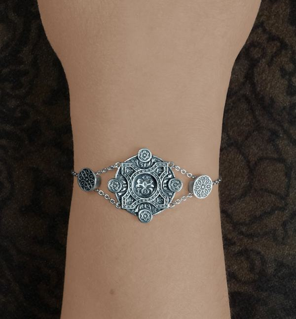 925 silver 925 round floral bracelet inspired by l'architecture d'Orient and zelliges made in France worn | Res Mirum